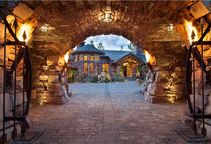 Located in Whitefish, Montana near Glacier National Park, Great Northern Lodge was designed and constructed with a grandeur and timelessness that is rarely found in much of today's fast paced construction practices. Influenced by the solid stacked masonry constructed for Sperry Chalet in Glacier National Park, GNL uniquely exemplifies Parkitecture style masonry.