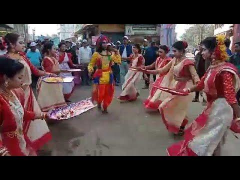 Aaj Kolkata Ki Sadak Par Yeh Jhanki Wale Jhoom Ke Nache   Kulo Dance   J... in 2020   Dance, See ...