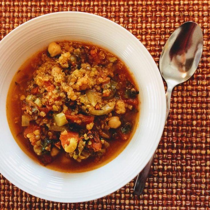 Soupe marocaine aux pois chiches et quinoa  Une soupe-repas réchauffante inspirée d'une recette de GoGoQuinoa qui réconforte par ce temps froid. Toute simple à préparer, une quinzaine de minutes de préparation auxquels on ajoute un trois quarts d'heure de cuisson et le repas est servi !