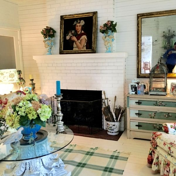 Cottage Style Family Room Part - 33: Designer Suzy Stoutu0027s White Summer Cottage In Bay View Michigan. White CottageCottage  StyleCottage Living RoomsVintage MirrorsFamily ...