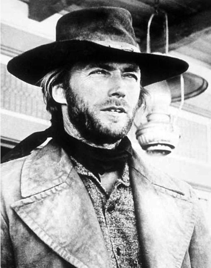 """Clint Eastwood en """"Infierno de Cobardes"""" (High Plains Drifter), 1972"""