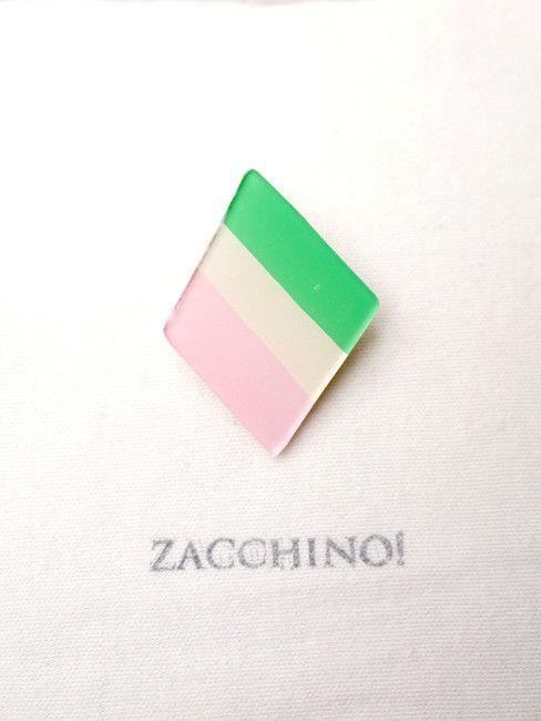 Zacchino!のゆるいイラストがブローチになりました。イラストはひとつひとつ手描きで、丁寧に作っています。「菱餅」をモチーフにしたちょっとユニークなアクセ... ハンドメイド、手作り、手仕事品の通販・販売・購入ならCreema。