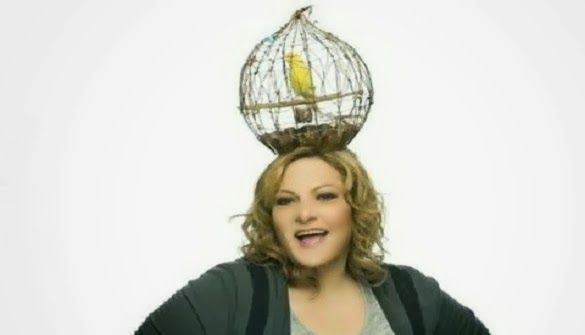 All Is TV: Δείτε γιατί έχει κλουβί στο κεφάλι της η Μοσχούλα ...