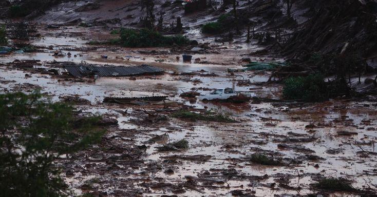Duas barragens da mineradora Samarco Fundão, em Bento Rodrigues, distrito de Santa Rita Durão, em Mariana (MG), a 115 km de Belo Horizonte, romperam por volta das 16h30 desta quinta-feira. De acordo com o Corpo de Bombeiros, 500 pessoas foram resgatadas