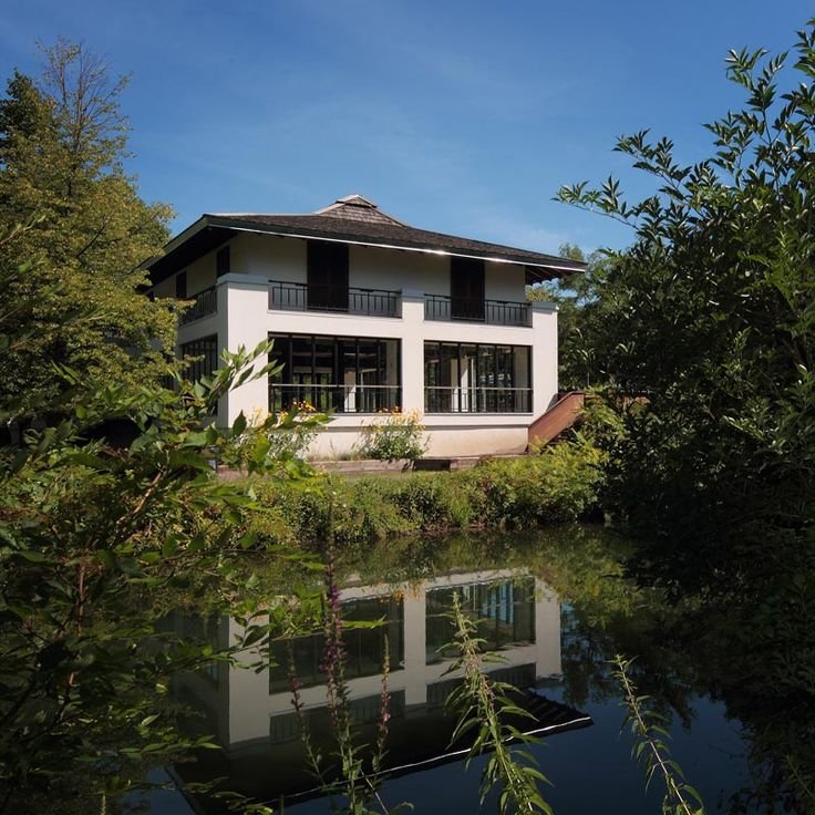 Le Pavillon de la Jamaïque, créé pour l'Expo 67, a été entièrement rénové : sa grande fenestration, sa jolie terrasse entourée d'une zone boisée, tout y est pour une rencontre mémorable!