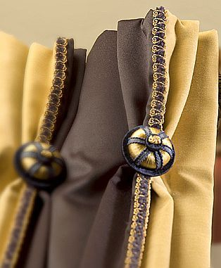 Now these are details I love...by Brimar!  Delightful buttons!!!