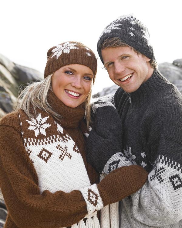 Mössa vantar och halsduk  #vikingofnorway #knittingroom #stickat #garn #mossa #vantar #halsduk