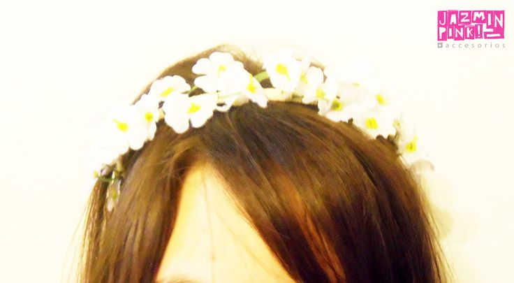 #flowercrown #floral #headband #flores #crown #romantic #flower #fashion #accesories #fashionista #mode #woman #hair #white #braid