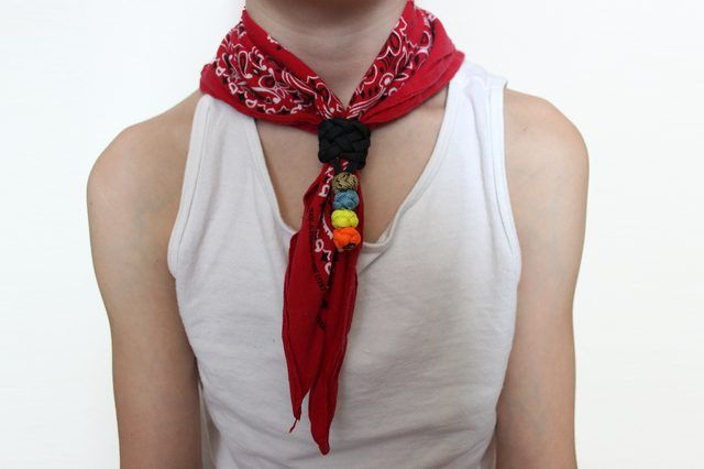 How to Wear a Cowboy Bandana (with Pictures) | eHow