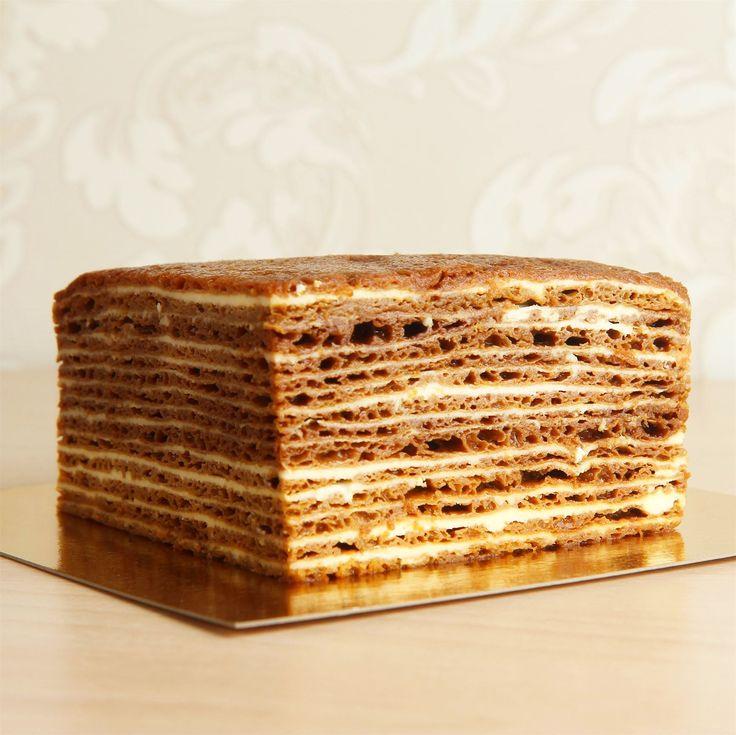 https://abello.ru/  Медовик — многослойный торт, популярный в России и странах бывшего СССР. Основой торта служит мед🍯, также на медовик очень часто добавляют орехи и иногда сахарную пудру, иногда бывают ягоды, при приготовлении также может использоваться лимон😄  Мы же изготавливаем нашe медовую начинку на основе натурального пасечного мёда🐝, по особому королевскому рецепту от нашего шеф-кондитера! Попробуйте торт с нашей начинкой и вы будете приятно удивлены😍  Специалисты Абелло всегда…