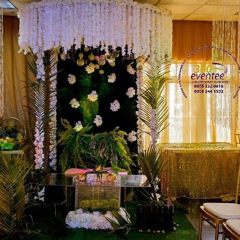 engagement/traditional wedding backdrop/stage. beautiful isn't?