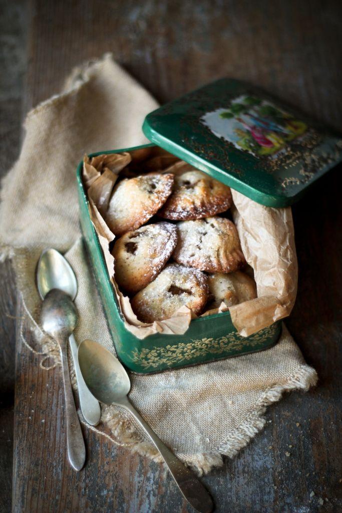 Biscotti vegani alle mandorle con ripieno di mela speziata