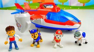 Воздушный Патрулевоз Щенячего Патруля и пропавшая эмблема  PAW PATROL TOYS http://video-kid.com/14204-vozdushnyi-patrulevoz-schenjachego-patrulja-i-propavshaja-emblema-paw-patrol-toys.html  Щенячий Патруль - Paw Patrol представляют свой новый Воздушный Патрулевоз, ещё он называется АэроПатрулевоз. Сегодня отважные щенки спасатели очень рады, но их хорошее настроение будет длиться не долго, так как кто-то похитил их именную эмблему Щенячего Патруля, которая висела на главной базе. В этом…