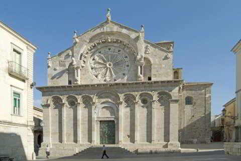 Troia, famosa città pugliese tra Diomede e Ulisse. C'è un ricco patrimonio culturale da ammirare attentamente. Sono molte le testimonianze artistiche.