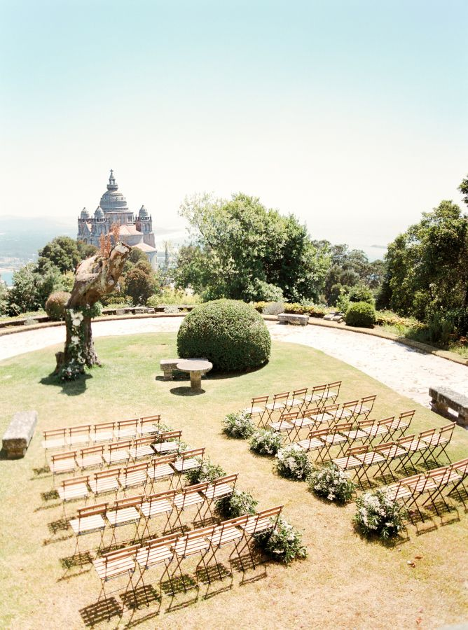 Breathtaking Portugal wedding ceremony: http://www.stylemepretty.com/2016/04/13/a-portugal-wedding-straight-from-a-fairytale/ | Photography: Brancoprata - http://brancoprata.com/