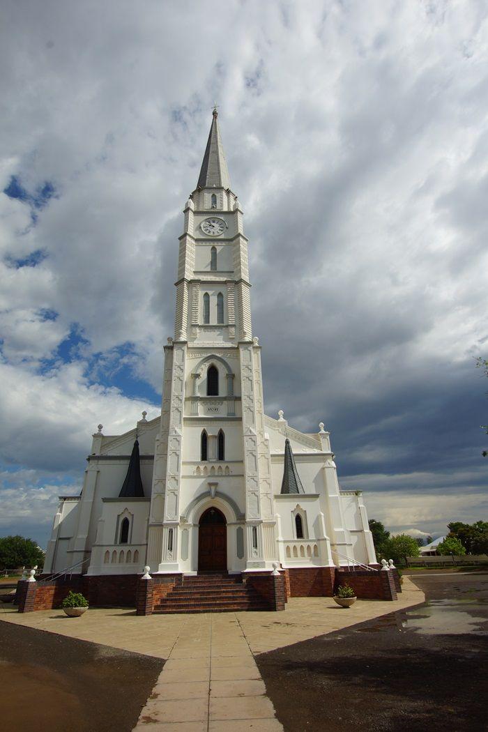 Die kerk in Aberdeen se toring lê 18 cm skuins. Foto: Charles Roffey (Flickr)