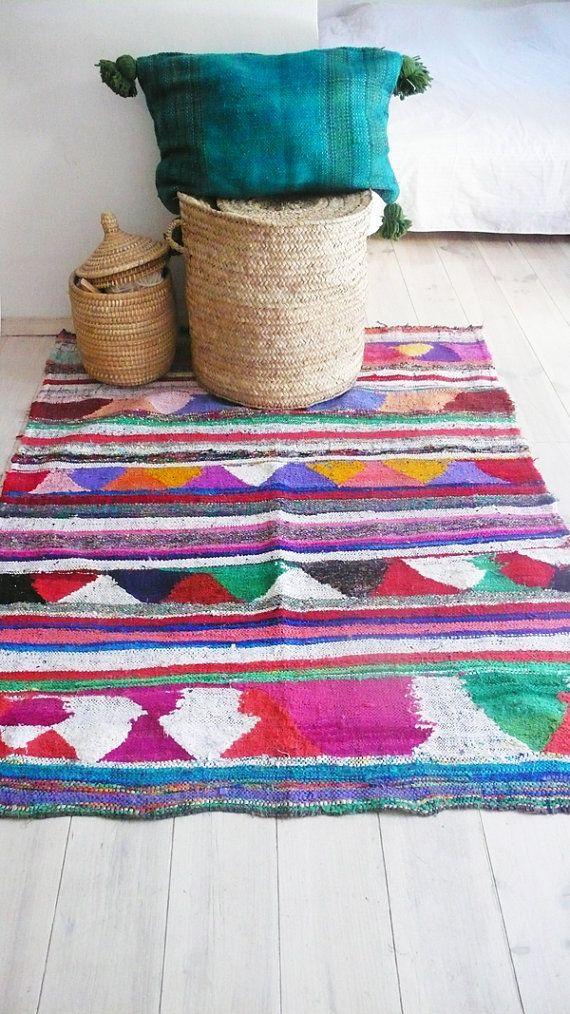 Vintage Moroccan Rag Rug BOUCHEROUITE triangles por lacasadecoto