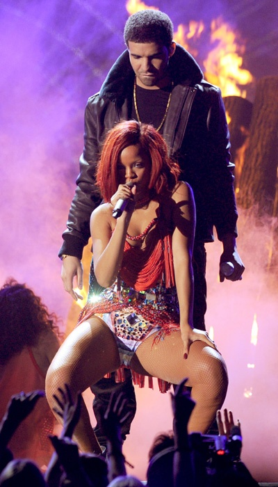 Drake and Rihanna- crazy chemistry in this performance.