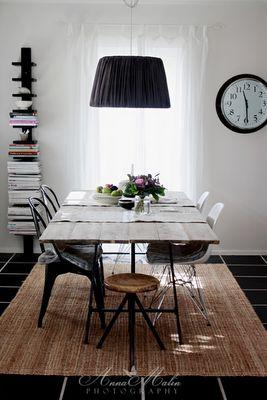 mesa comedor sillas tolix y DSR lampara negra