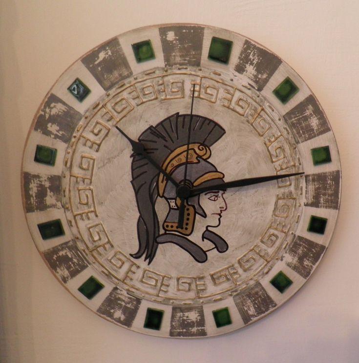 Római katona falióra. Roman soldier wall clock with silent clockwork.