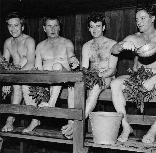 Sauna rules : go naked