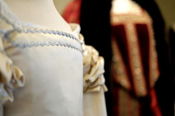 Ancient child dress - zoom