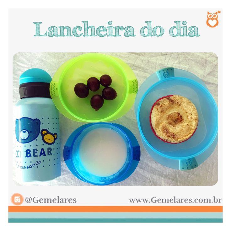 Lanche para escola: uvas, iogurte, cupcake de banana e água geladinha.