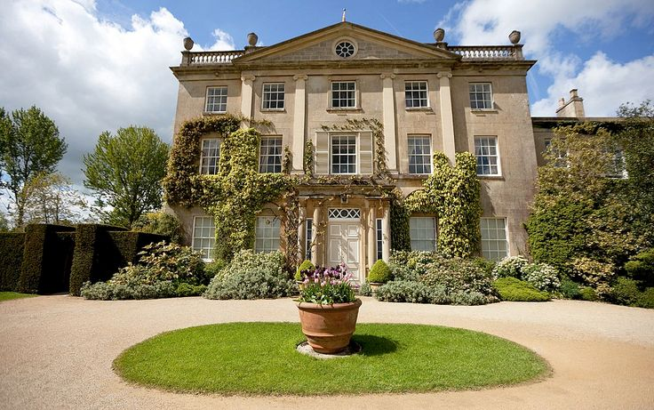 Highgrove house built 1796 98 now the home of the prince for Architecture maison classique