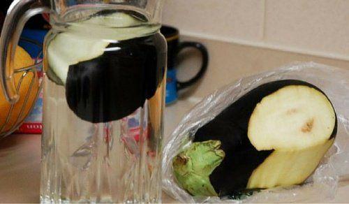 L'eau d'aubergine est l'une des options naturelles qui facilitent le nettoyage artériel et la perte de poids corporel. Découvrez tous ses bienfaits et comment préparer cette boisson.