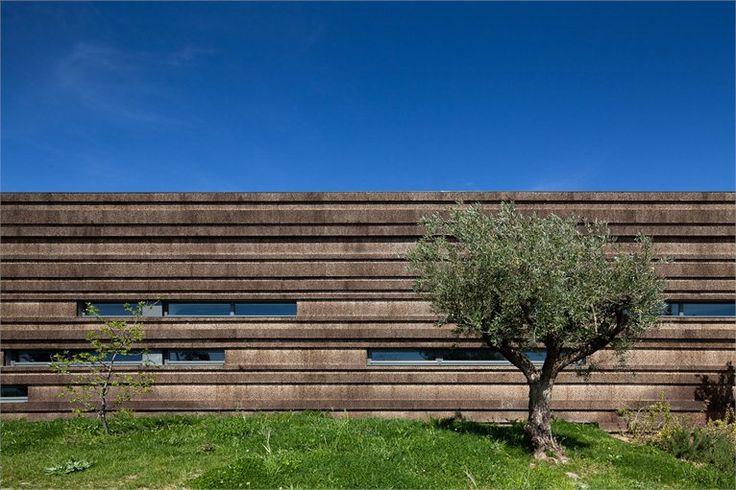 Logowines Winery. Évora, Alentejo, Portugal. pmc/architects. (Photo: João Morgado). #alentejo #visitalentejo #portugal #visitportugal #architecture #architects #pmc #winery #logowines #wines #evora