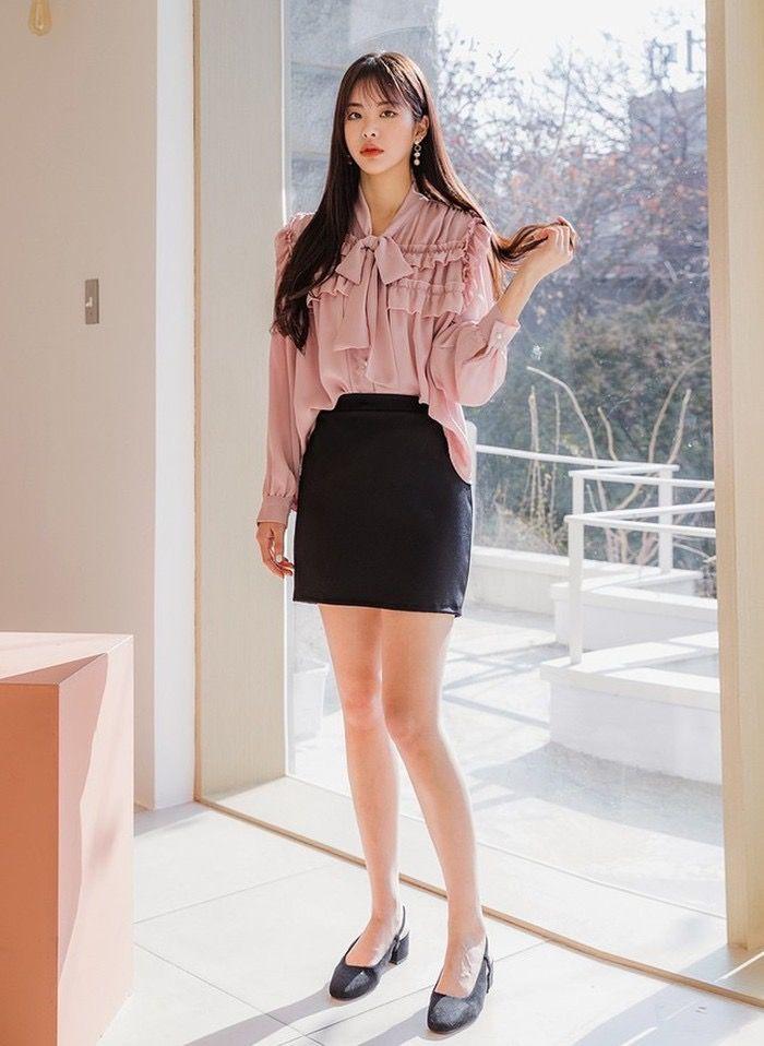 Áo blouse thắt nơ màu pastel + chân váy ngắn đen | Thời trang, Trang phục  nữ, Mac
