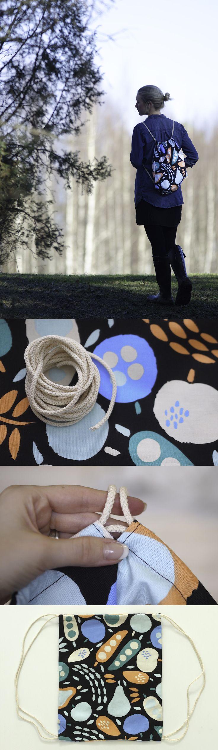 DIY narureppu // Tämä reppu on kevään ja kesän helpoin kantokaveri. Ompele suorakulmaisen pussin yläreunaan päistä auki olevat nauhakujat ja pujota alakulmista alkavat kantonarut molempien kujien läpi palaten takaisin kulmaan.
