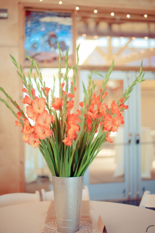 Gladiolus Centerpiece. I'm liking this orange for fall...maybe with dark purple.