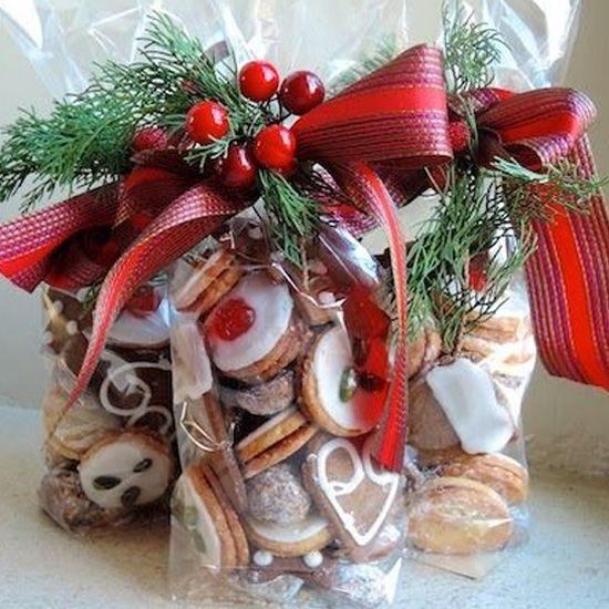 Wrap christmas cake storage