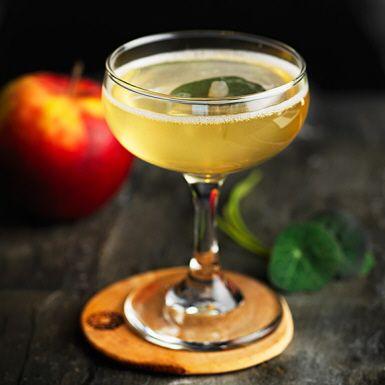 Drink med äpple, druvor och bubbel   Recept ICA.se