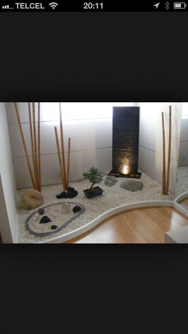 Jard n interior estilo oriental bajo la escalera - Escaleras para jardin ...