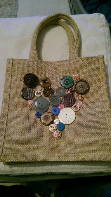 Decorated a Hessian bag with old buttons to make a pretty lunch bag for work.