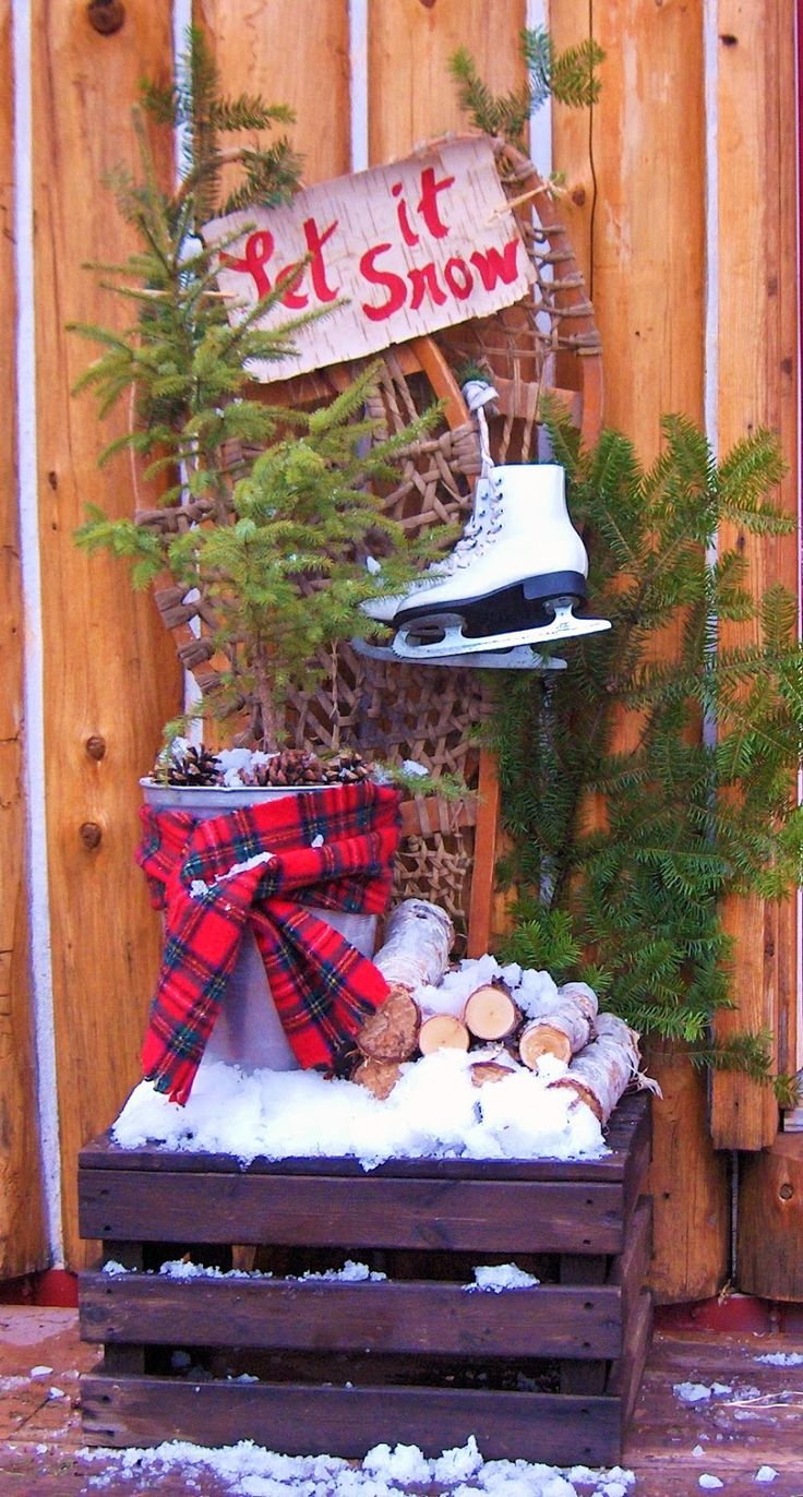 camp and cottage living: Cabin Christmas Decor