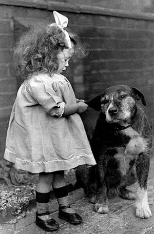 Vintage dogs: Little girl