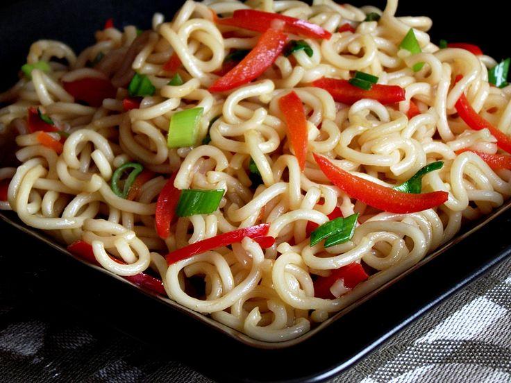 CAIETUL CU RETETE: Salata  asiatica cu taitei