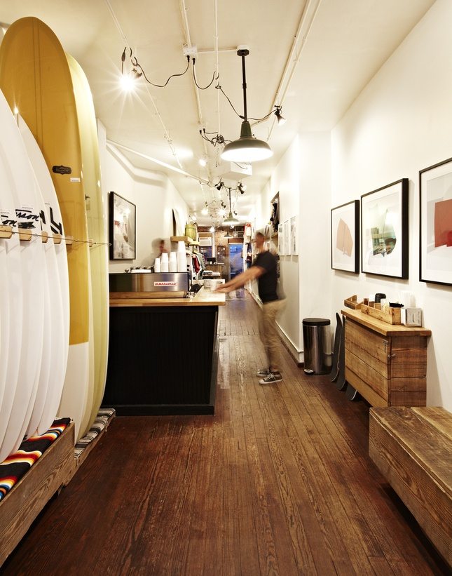 Saturdays surf shop and cafe, NYC.                                                                                                                                                                                 Mais