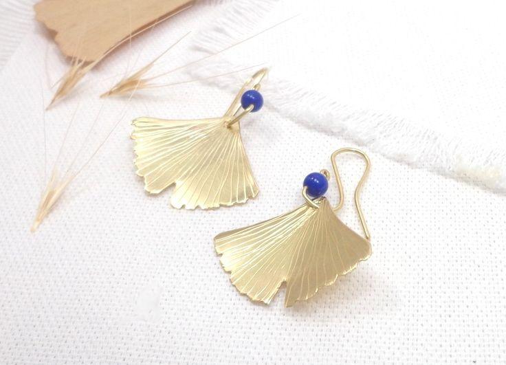 Boucles d'Oreilles Ginkgo Biloba doré et lapis, boucles feuilles style boheme, nature par Rêve de fille. : Boucles d'oreille par reve-de-fille