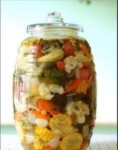 Verduras y chiles en escabeche...