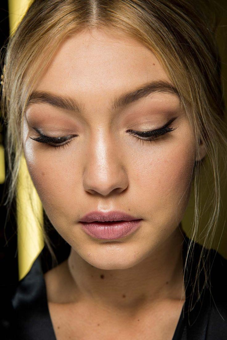 Dolce & Gabbana Fall 2015 - Beauty - Smokey Cat Eye - Subtle Lip