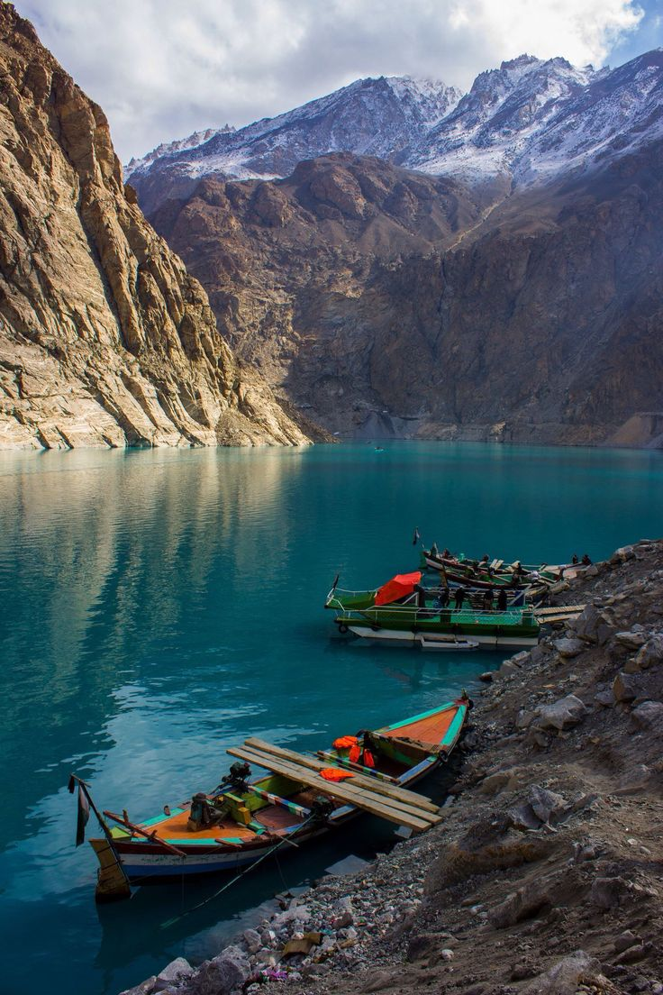 ATTABAD LAKE, HUNZA VALLEY, GILGIT BALTISTAN, PAKISTAN.