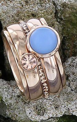 iXXXi ring rosé goud met Champagne zirconias en een matte blauwe steen! Shop online: