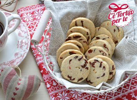 Biscotti nocciole e mirtilli rossi: semplici e gustosi per una #colazione super!  Clicca e scopri la #ricetta...