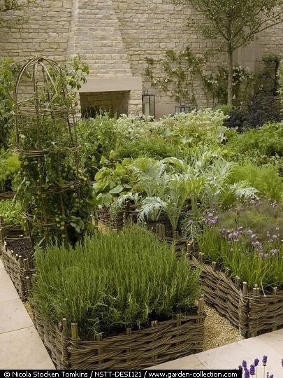 Herb garden dream!: Gardens Fence, Gardens Design Idea, Call Hurdles, Gardens Recipe, Gardens Idea, Herbs Gardens, Kitchens Gardens, Beauty Gardens, Interiors Gardens