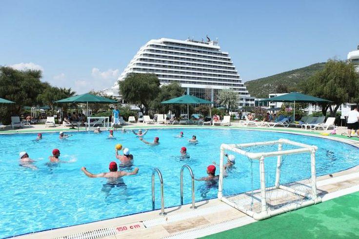 İzmir/Selçuk Pamucak mevkiinde bulunan Sürmeli Efes Hotels & Resort Kuşadası'na 8 km, Selçuk merkeze 7 km, İzmir Adnan Menderes hava limanına 55 km uzaklıkta yer almakta olup, Denize sıfır konumdadır. http://www.tatilstil.com/surmeli-efes