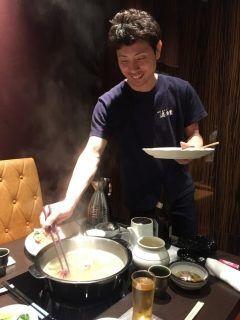 先日会議の後福岡市博多区住吉にある博多水炊き 濱田屋 本店にて食事会をしました久しぶりに行きましたがスープはもちろんですがオリジナルぽん酢が美味しくて食が進みお腹いっぱいになりましたこの日はオーナー自らお鍋に具を入れていただいたりとラッキーでした(_)  濱田屋さんおすすめですよランチもありますよー   博多水炊き濱田屋 http://ift.tt/1TwwQlo  #博多水炊き #水炊き #水たき tags[福岡県]